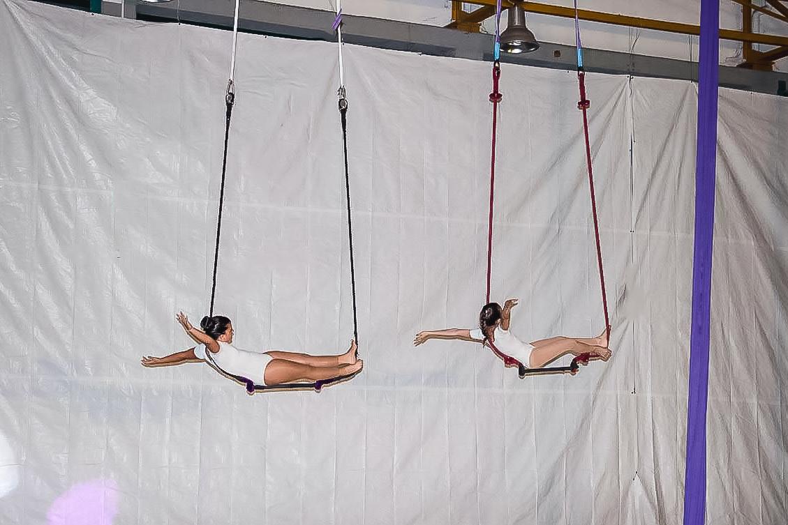 Συγχρονισμένο trapeze παιδιά